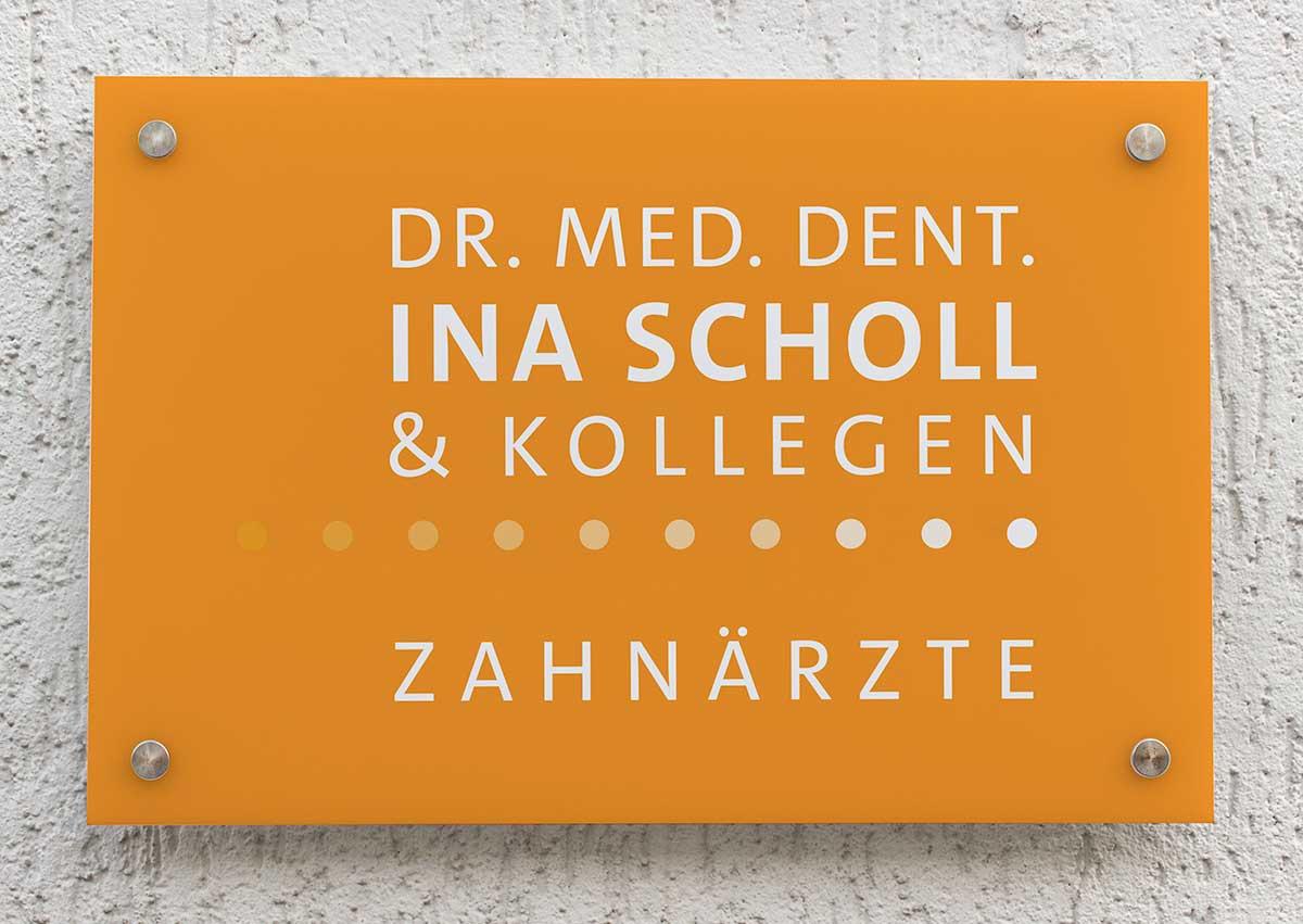 Oranges Schild für Zahnarztpraxis Dr. Scholl - c-c-design.de