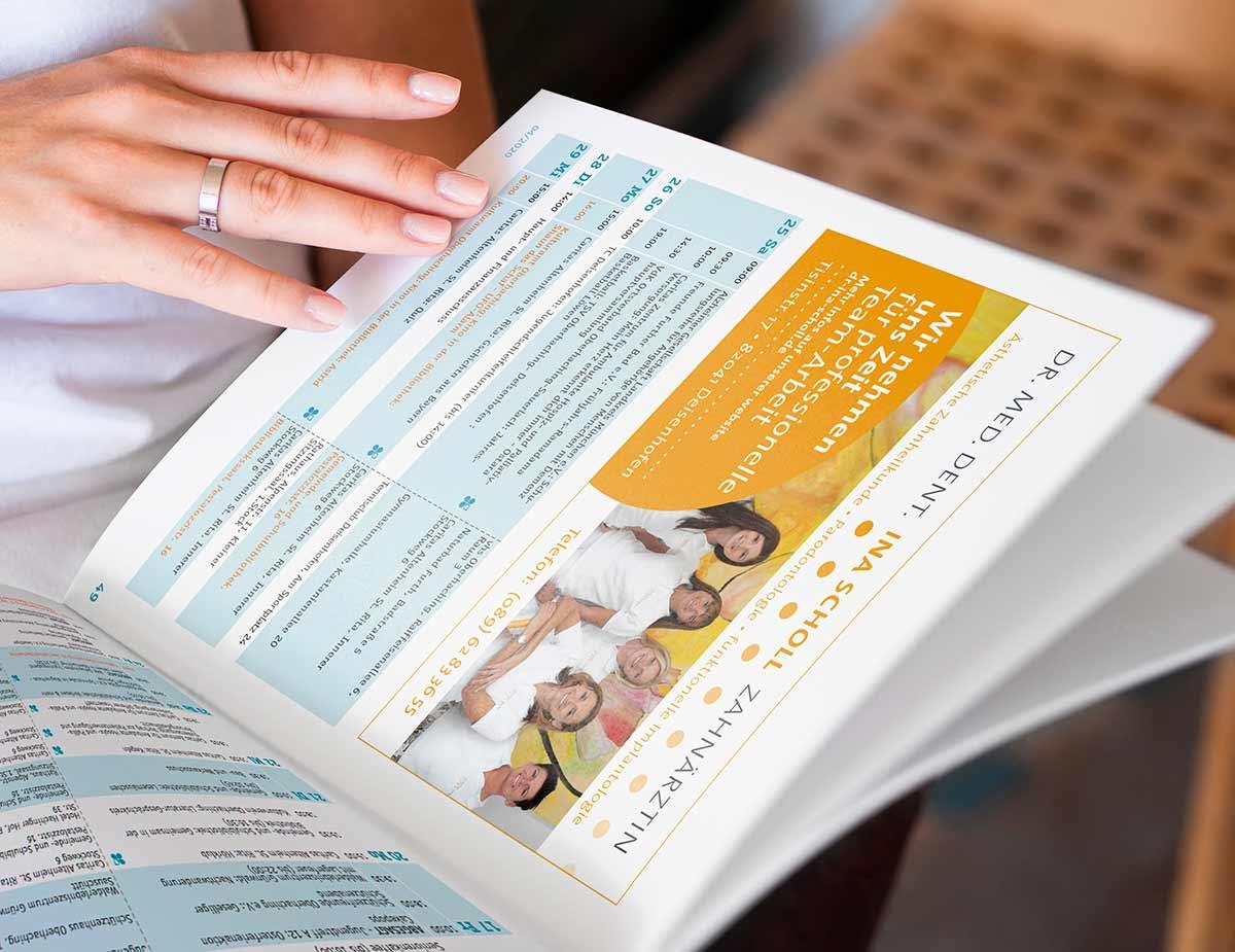 Aufgeschlagene Zeitschrift Dr. Scholl - Design by c-c-design.de